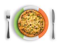Platte in den italienischen nationalen Farben mit Pizza Lizenzfreie Stockbilder