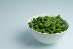 Platte der grünen Bohnen stockbild