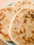 Platte der normalen Naan Brote Stockbilder