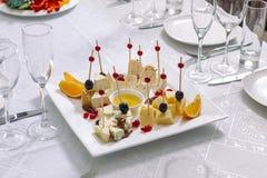 Platte des Käses und der Frucht Lizenzfreie Stockfotografie