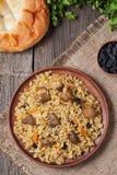 Platte des Pilafs, traditionelles türkisches würziges Lebensmittel Lizenzfreie Stockfotografie