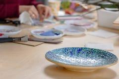 Platte hergestellt mit Mosaik lizenzfreies stockfoto