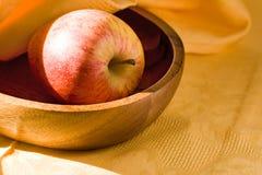 Platte mit Apfel Lizenzfreie Stockfotos