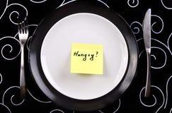 Platte mit der Anmerkung hungrig Stockbild
