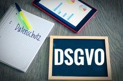 Platte mit der Aufschrift DSGVO Datenschutzgrundverordnung und Datenschutz in der englischen allgemeine Daten-Schutz-Regelung GDP Lizenzfreie Stockfotos