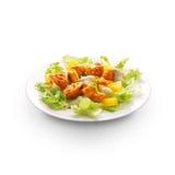 Platte mit Fleisch und Salat Stockfotografie