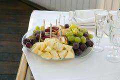 Platte mit Früchten Lizenzfreie Stockbilder