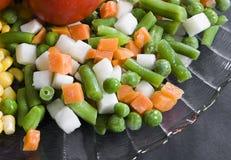 Platte mit Gemüse stockbild