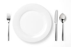 Platte mit Löffel, Messer und Gabel Lizenzfreie Stockfotos