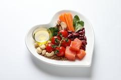 Platte mit Produkten für Herz-gesunde Diät auf Hintergrund stockbilder