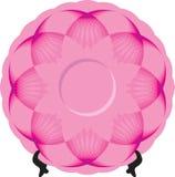 Platte mit rosa Verzierung auf Stand Stockbild