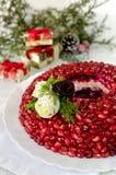 Platte mit Salat Granatsarmband Lizenzfreie Stockfotos