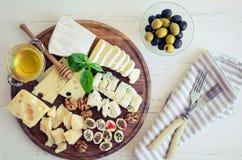 Platte mit unterschiedlicher Art des Käses Lizenzfreie Stockfotografie
