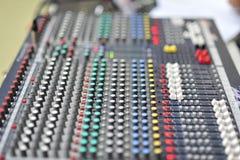 Platte und Knopf des Musikinstrumentes stockfotografie