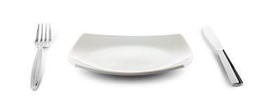 Platte und Tischbesteck des weißen Quadrats mit Ausschnittspfad Lizenzfreies Stockbild