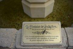 Platte von Aschenputtel-Brunnen, innerer Disneyland-Park, Paris stockfotos