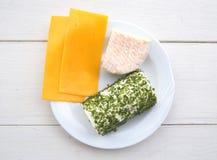Platte von verschiedenen Käsen Stockfotos