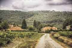 Platteland dichtbij La Castelet royalty-vrije stock fotografie