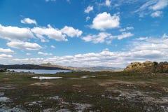 Platteland met meer Royalty-vrije Stock Afbeelding