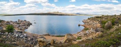 Platteland met meer Stock Afbeelding