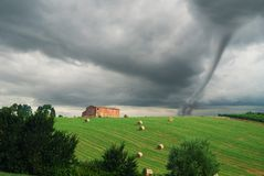 Platteland met tornado Royalty-vrije Stock Afbeelding