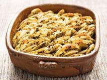 Plattelander geroosterde hasselback aardappelgratin stock foto