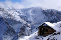Plattelandshuisje in berg Stock Fotografie