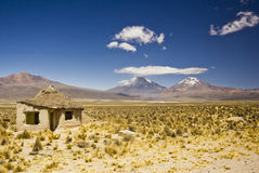Plattelandshuisje in Bolivië dichtbij vulkaan Sajama Stock Foto's