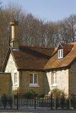Plattelandshuisje in bos Royalty-vrije Stock Afbeeldingen
