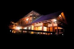 Plattelandshuisje in de nacht Stock Afbeelding
