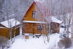 Plattelandshuisje in de winter Royalty-vrije Stock Afbeelding