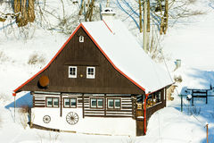 Plattelandshuisje in de winter Stock Afbeelding