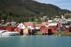 Plattelandshuisje dichtbij de fjord Stock Foto's
