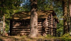 Plattelandshuisje in een Bos bij Zonsopgang in Landelijk Pennsylvania Royalty-vrije Stock Fotografie
