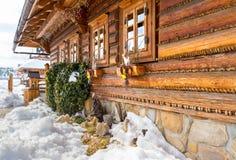 Plattelandshuisje en Pasen-vensterdecoratie Royalty-vrije Stock Afbeelding