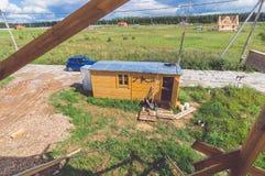 Plattelandshuisje in het dorp Stock Fotografie