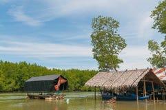 Plattelandshuisje in het overzees wordt gevestigd die De aanpassing van de vissers Stock Foto's