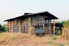 Plattelandshuisje, hut oud, oud plattelandshuisje stock afbeelding