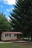 Plattelandshuisje in land stock foto