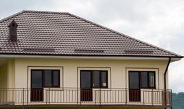 Plattelandshuisje met balkon Royalty-vrije Stock Afbeeldingen