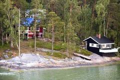 Plattelandshuisje met bath-house aan wal de Oostzee Royalty-vrije Stock Afbeeldingen