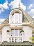 Plattelandshuisje met een balkon Royalty-vrije Stock Foto