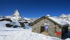 Plattelandshuisje met Matterhorn Royalty-vrije Stock Foto