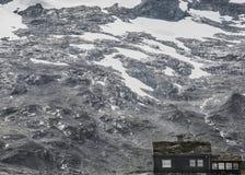Plattelandshuisje in Noorwegen stock afbeelding