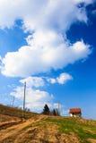 Plattelandshuisje op de heuvel Stock Foto's