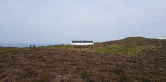 Plattelandshuisje op de heuvel royalty-vrije stock foto's