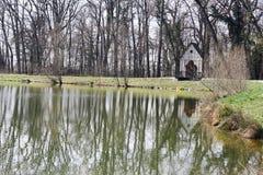 Plattelandshuisje op het meer Royalty-vrije Stock Afbeelding