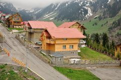 Plattelandshuisjes in bergen Royalty-vrije Stock Foto's