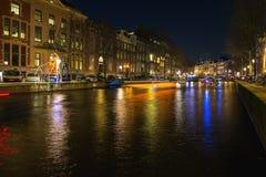 Plattelandshuisjes van lichte vlotter boven het kanaal tijdens het Festival van L Stock Foto