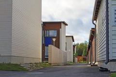 Plattelandshuisjestad en straten royalty-vrije stock afbeeldingen